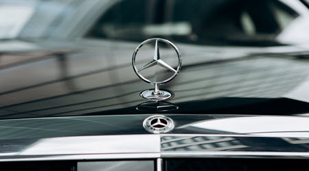 Role of the Plastic Guide Rail in Your Mercedes-Benz - SMI